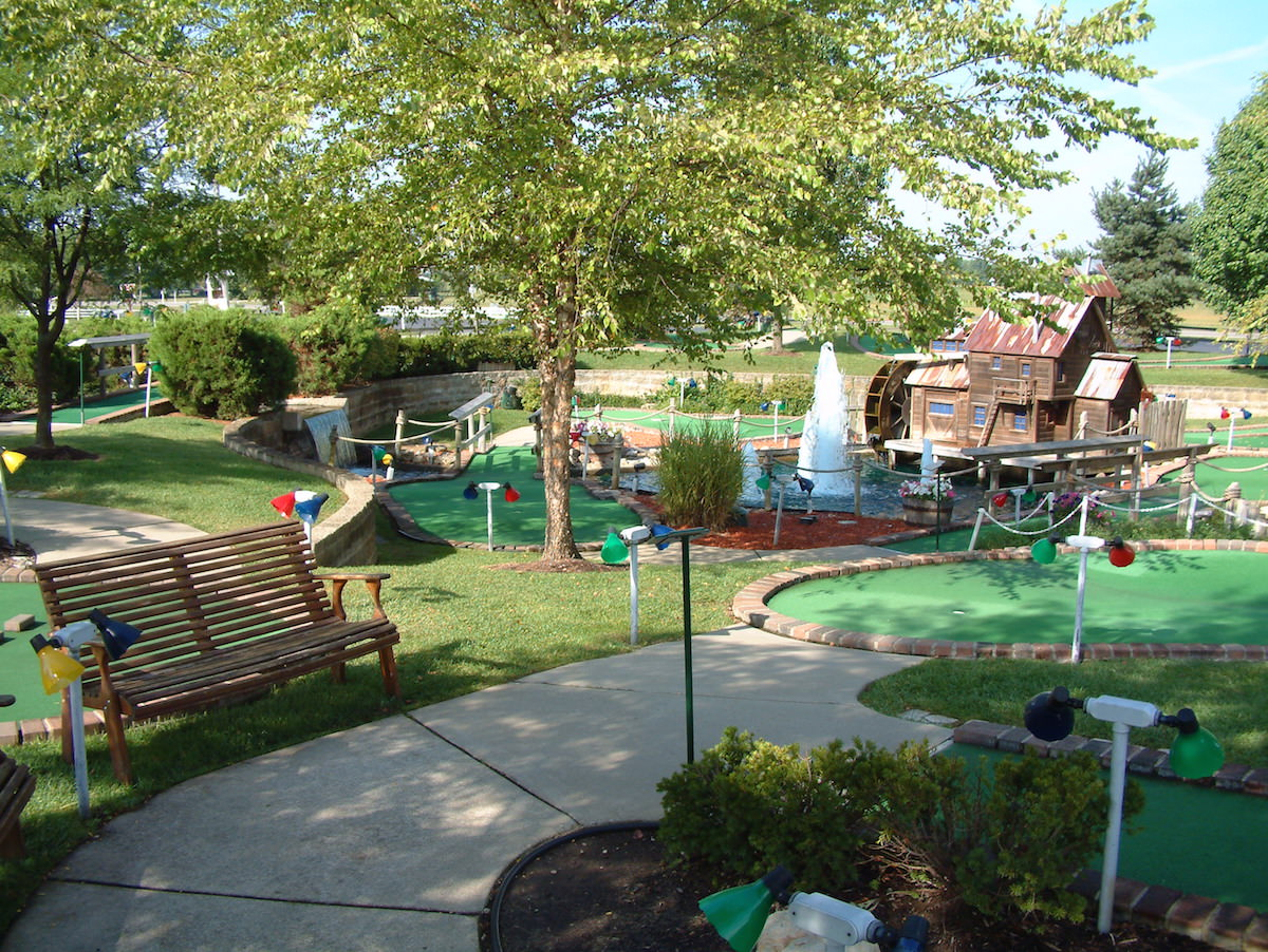 Miniature Golf Courses - Young's Jersey Dairy in Yellow